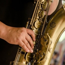 Jazz music and local eats; it doesn't get much better than that! Jazzfest Regina is upon us and the Regina Farmers' Market is thrilled to have free entertainment on the City Square Plaza Stage this Wednesday and Saturday. « » 🎶On Wednesday, Marie-Vé