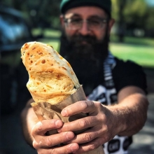 🥖Do you like fresh bread?🥖 « » Larry at @larryshotbuns makes fresh bread. You can have a free sample of every single flavour he makes at tomorrow's market. You can also have $5 off your purchase if you've collected 20 punches on Flok! (Learn more