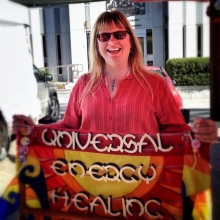 Holiday Countdown: 36 sleeps until the last farmers' market of 2018! Today's featured vendor: Universal Energy Healing< > The holidays can get a little stressful, and self-care is essential! That's where Ronda and the UEH mobile massage unit come in hand