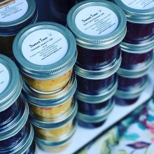 Holiday Countdown: 32 sleeps until the last farmers' market of 2018! Today's featured vendor: @sweettreepreserves < > Ever feel like you want to zhoosh up your jam collection a little? Lindsay at Sweet Tree Preserves can hook you up. She puts a twist on t